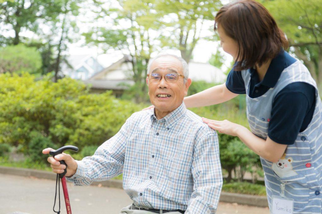 介護福祉士、介護職員が不足→高齢者の受け入れができない